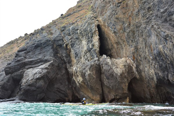 Lots of small caves and fissures along the way